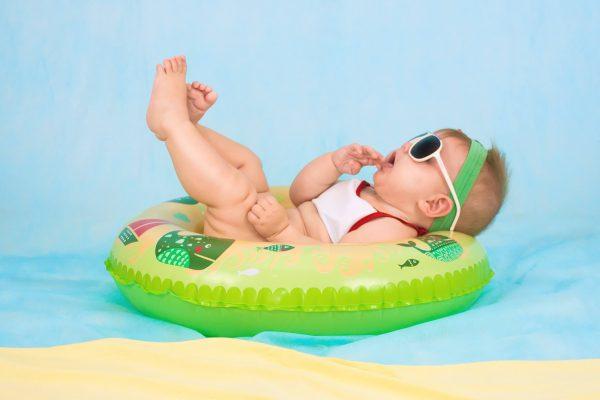 vacanza-con-neonato-cosa-mettere-in-valigia